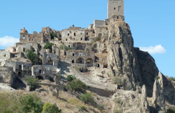 Visita al borgo di Craco (Matera, Basilicata)