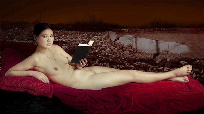 A woman with book, A woman with, 115x170 cm, fotografia digitale, C print su tela, 2011